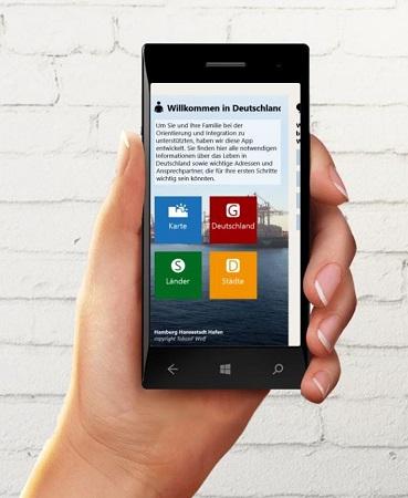 Hand mit Smartphone, darauf die Welcome-App